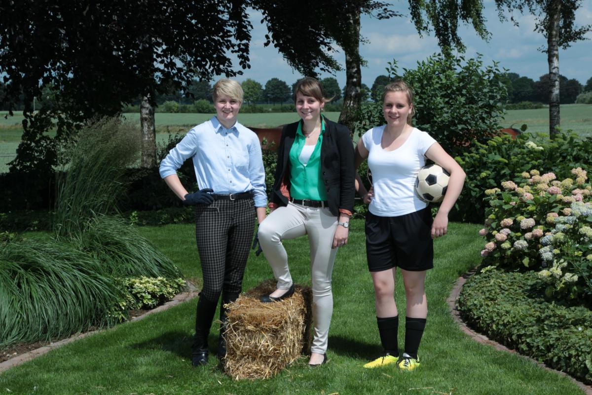 Foto: Anne, Judith und Lea arbeiten mit auf dem Eierhof der Eltern
